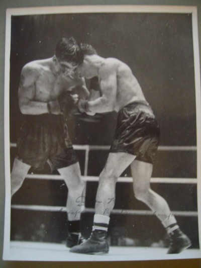 Peter Kane Former 1930s World Flyweight Champion SIGNED And INSCRIBED Original Action Shot Press Photo
