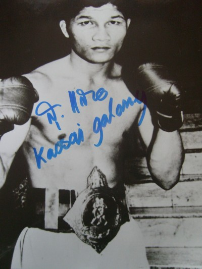 Khaosai Galaxy Former WBA Super Flyweight World Champion A Thailand Legend And Hall Of Famer SIGNED Photo