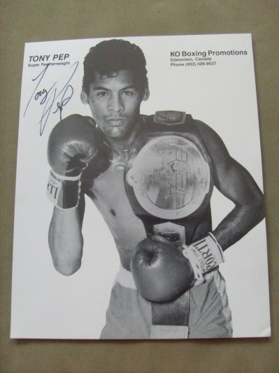 Tony Pep Former Commonwealth Super Featherweight Champion And World Title Challenger Who Also Fought Mayweather And Hatton SIGNED Promotional Photo