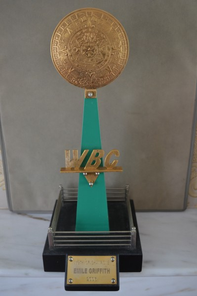 WBC Night Of Champions 2006 Award Presented To Former 2 Weight World Champ And Hall Of Famer Emile Griffith For His Service And Achievements In Boxing